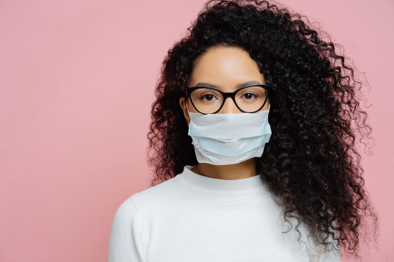 Consejos para que no se empañen las gafas con mascarillas