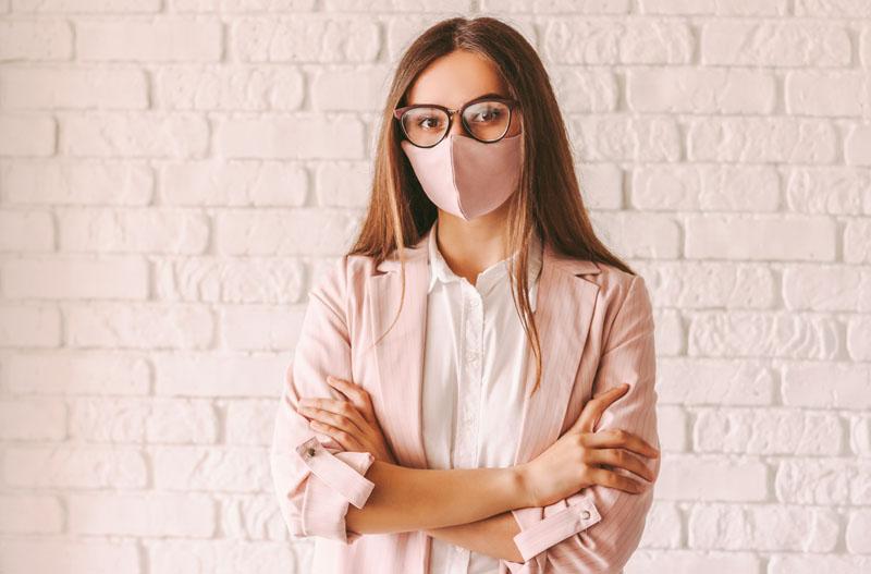 Consejos para que no se empañen las gafas con mascarilla