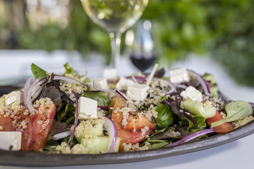 lateral marbella restaurante ensalada griega