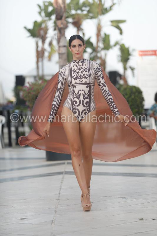 Desfile de moda benéfico en el CC Centro Plaza Marbella